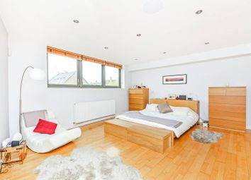 Thumbnail 2 bed flat to rent in Garnet Street, Wapping