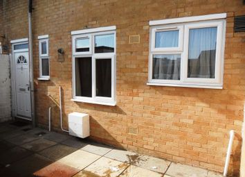 Thumbnail 3 bed flat to rent in Fairfax Avenue, Redhill