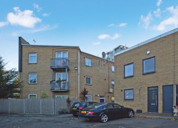 2 bed flat for sale in Milligan Street, London E14