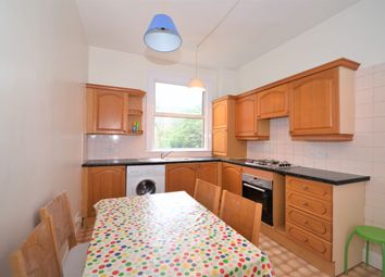 2 bed maisonette to rent in Holly Park Road, London N11