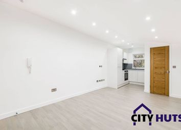 Thumbnail 5 bed terraced house to rent in Roman Way, London