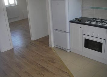 Thumbnail 4 bed flat to rent in Vale Parade, London