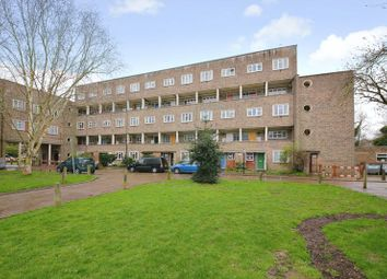 Thumbnail 3 bedroom flat for sale in Oakleigh Park North, London