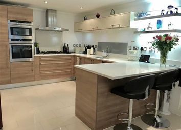 Thumbnail 3 bed flat for sale in Cadnam Point, London