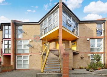 2 bed maisonette to rent in Holyoake Court, Bryan Road, London SE16