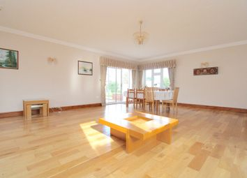 4 bed bungalow to rent in The Glade, Croydon, Surrey CR0
