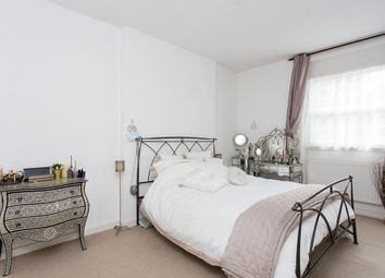 Thumbnail 2 bedroom flat to rent in Leamington Park, London