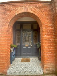 2 bed flat to rent in Monument Green, Weybridge KT13