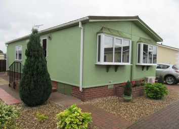 Thumbnail 2 bedroom mobile/park home for sale in Rozel Court, Beck Row (Ref 5657), Mildenhall, Bury St Edmunds, Suffolk