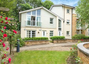 The Quadrant, Rickmansworth, Hertfordshire WD3. 2 bed flat