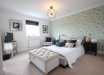 Thumbnail Room to rent in Cleeve Court, Kings Hill, West Malling