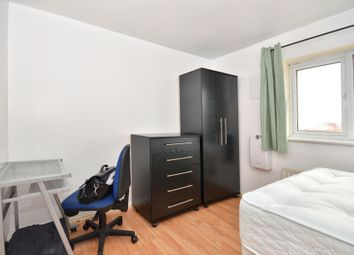 Thumbnail Room to rent in Hillview Drive, Woolwich, Plumstead