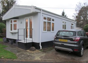 Thumbnail 1 bed mobile/park home for sale in Kingfisher Lane, Turners Hill Park, Turners Hill, Crawley, West Sussex
