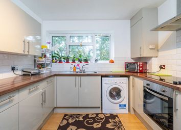 3 bed flat for sale in Meadfield, Edgware HA8