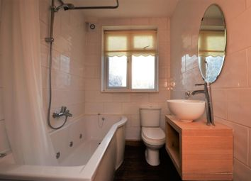 Thumbnail 1 bed flat to rent in London Road, Aston Clinton, Aylesbury