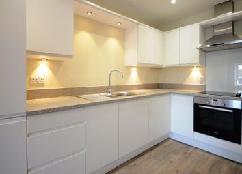Thumbnail 1 bed flat to rent in High Street, Crowthorne