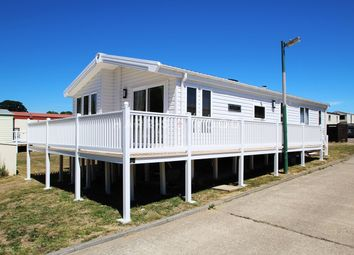 Thumbnail 2 bed mobile/park home for sale in Valley Road, Clacton-On-Sea