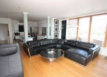 Thumbnail 2 bed flat to rent in Queens Road, Reading