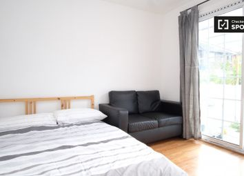 Thumbnail 4 bedroom flat to rent in Holborn Road, London