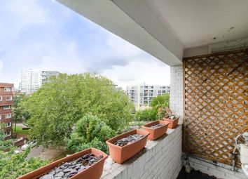 Rhodeswell Road, Limehouse, London E14. 2 bed flat