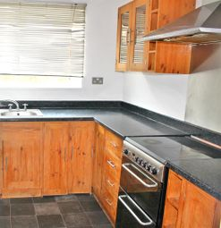 2 bed property to rent in Moorfield, Harlow CM18