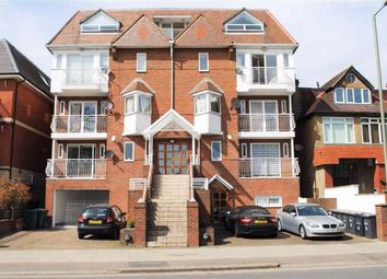 2 bed flat to rent in Queens Road, Hendon, London NW4