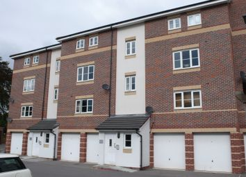 2 bed flat to rent in Bath Road, Slough SL1