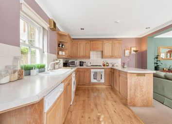2 bed flat to rent in Worple Road, London SW19