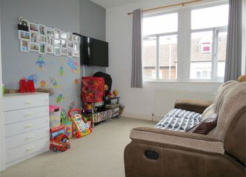 2 bed flat to rent in Queens Road, Watford, Hertfordshire WD17