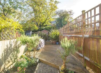 Thumbnail 2 bedroom flat for sale in Sedgemere Avenue, East Finchley, London