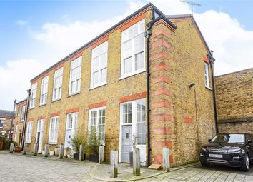 Thumbnail 3 bed property to rent in Symphony Mews, London