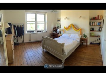 3 bed flat to rent in Old Ford Road, London E2