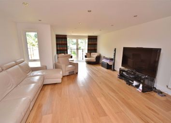 Thumbnail 4 bed flat to rent in Greenfield Road, London