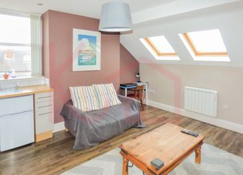 Thumbnail 1 bed flat to rent in Flat 4, Warwick House, Avenue Road