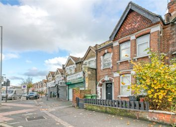 3 bed flat to rent in High Road, Leyton, London E10