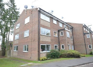 Thumbnail 3 bed flat to rent in Kings Road, Fleet