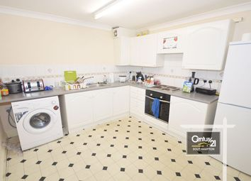 2 bed flat to rent in |Ref: F3|, Winchester Street, Southampton SO15