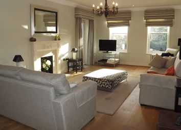 Thumbnail 2 bedroom flat to rent in The Mount, Caversham, Reading