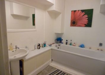 Thumbnail 2 bedroom shared accommodation to rent in Warren Road, Torquay