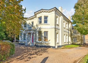 Thumbnail Flat to rent in Charnwood Court, Farncombe Road, Worthing
