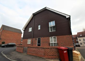 Thumbnail 2 bed flat to rent in Benjamin Lane, Slough, Berks