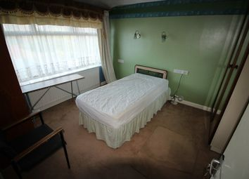 Thumbnail Room to rent in Richings Way, Iver