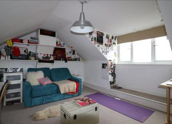 Thumbnail 6 bed flat to rent in Roden Street, Islington, London