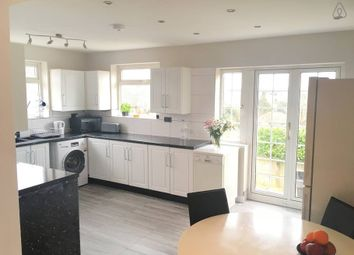 Thumbnail Room to rent in Walcot Avenue, Roundgreen, Luton
