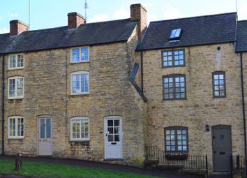 Thumbnail 3 bed cottage for sale in London Road, Chipping Norton