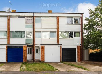 Thumbnail 3 bed town house for sale in Colleton Drive, Twyford, Reading