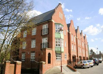 Thumbnail 2 bed flat for sale in Watling Street, Radlett
