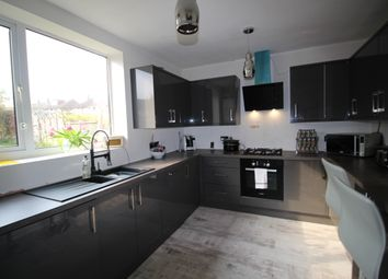 3 Bedrooms Semi-detached house for sale in Retford Road, Romford RM3