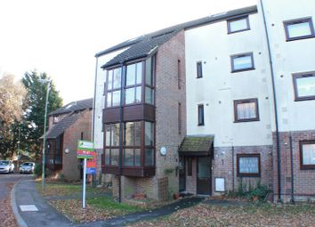 Thumbnail 2 bedroom flat to rent in Frosthole Close, Fareham