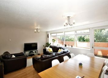 3 bed flat to rent in Comet Close, Purfleet RM19